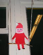 Kerstman op de schommel