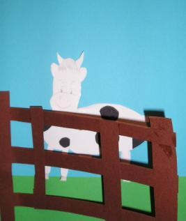 Koe achter hekje