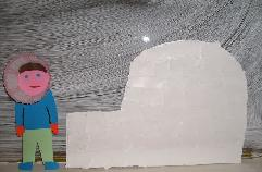 Inuït (eskimi) bij iglo